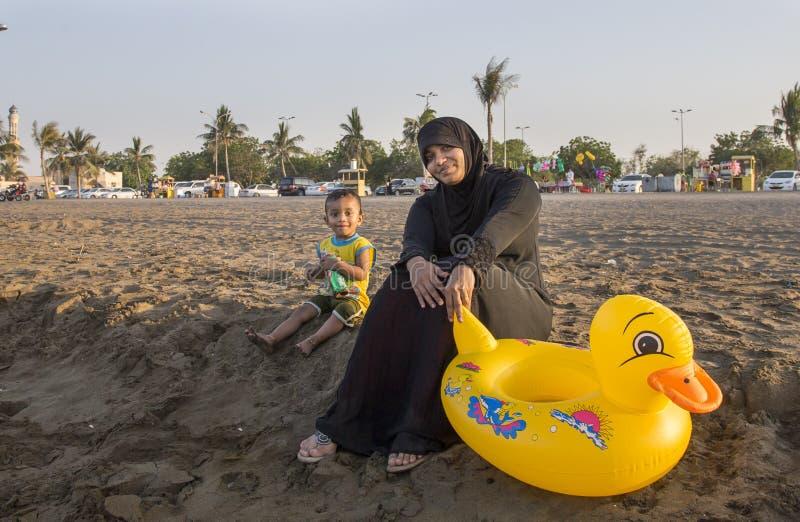 Lokale dame op het strand royalty-vrije stock fotografie