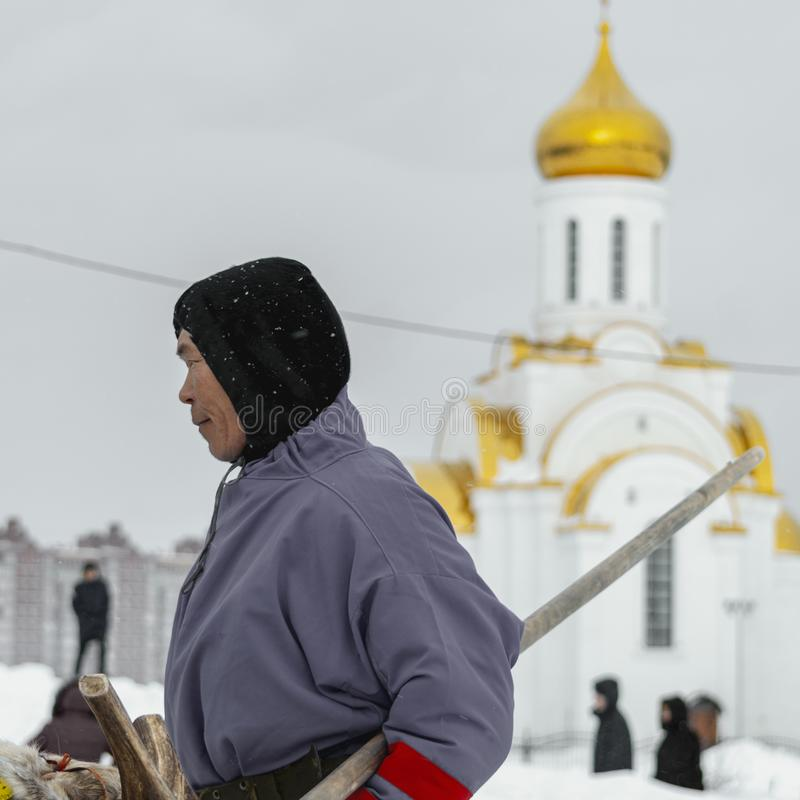 """Lokale inboorlingen - Khanty, rendierar van drie herten, de winter, die van winter"""" festival """"Seeing stock afbeeldingen"""