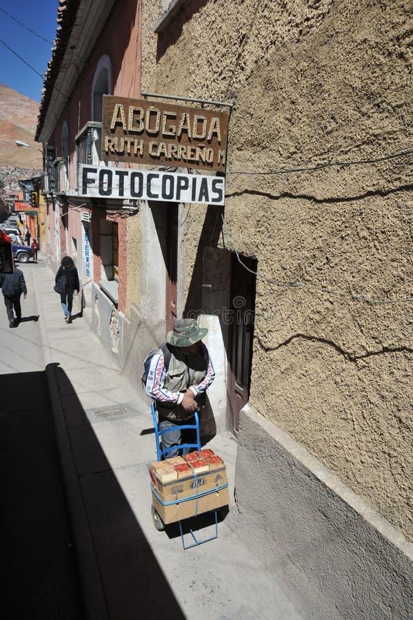 Lokale inwoners op de stadsstraten stock fotografie