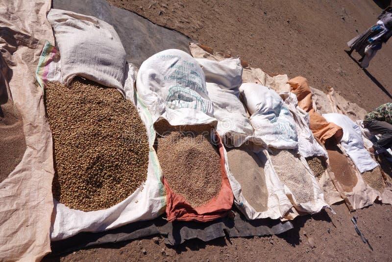 Lokale Körner für Verkauf in Lalibela lizenzfreies stockfoto