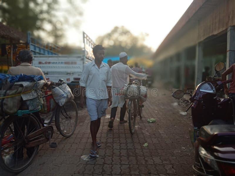 Lokale markt van de kant van het land stock foto's