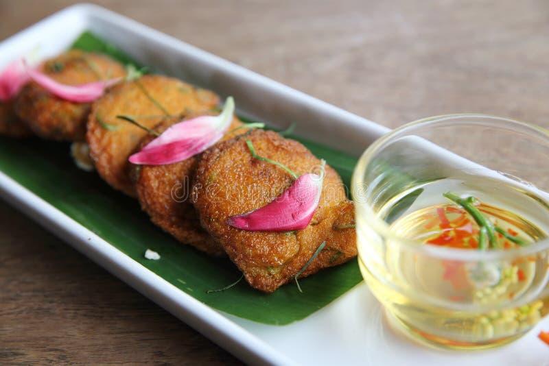 Lokale thailändische Nahrung-Fried Fish-Pastenbälle lizenzfreies stockfoto