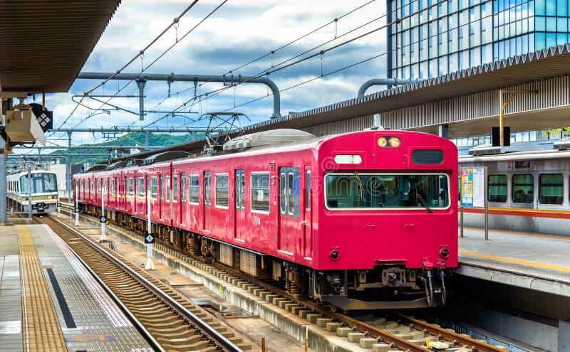 Lokale trein bij de post van Himeji, Japan royalty-vrije stock afbeelding