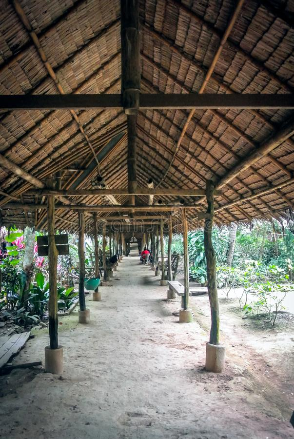 Lokaler Pavillon der Decke gemacht von getrockneten Blättern der Palme stockbild