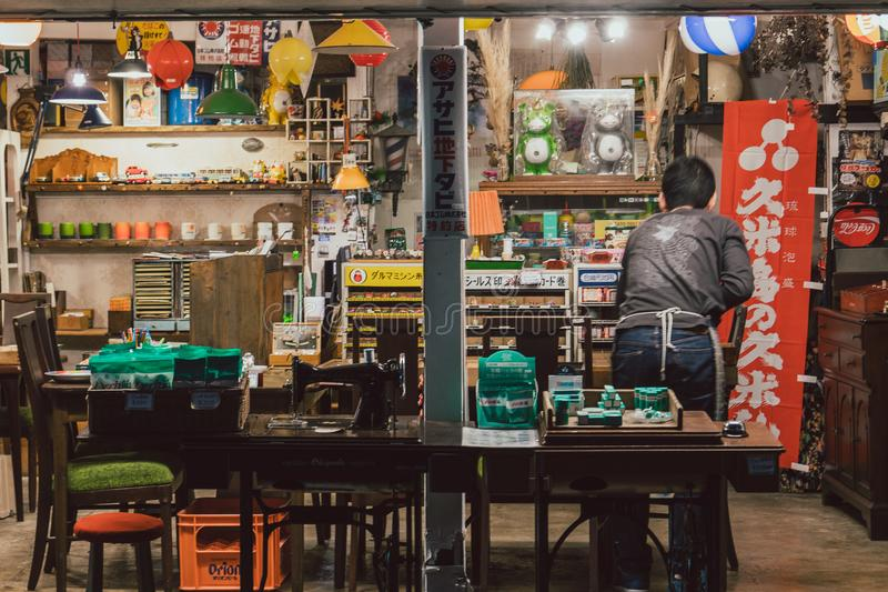 Lokales Straßenrestaurant in Makishi-Markt, Okinawa stockbild