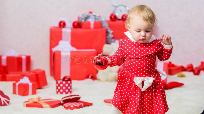 Lokalisiert auf weißem Hintergrund Geschenke für Kindererstes Weihnachten Weihnachtstätigkeiten für Kleinkinder Weihnachtswunderk lizenzfreie stockbilder