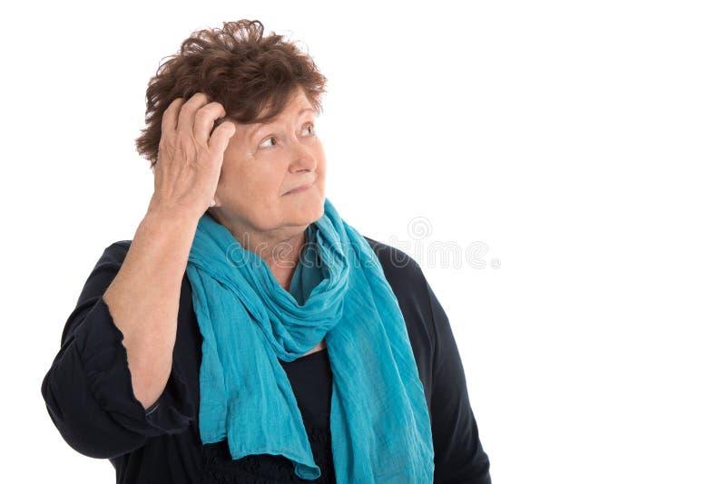 Lokalisierte fassungslose ältere schauende Frau nachdenkliche und traurige Seite lizenzfreie stockfotos