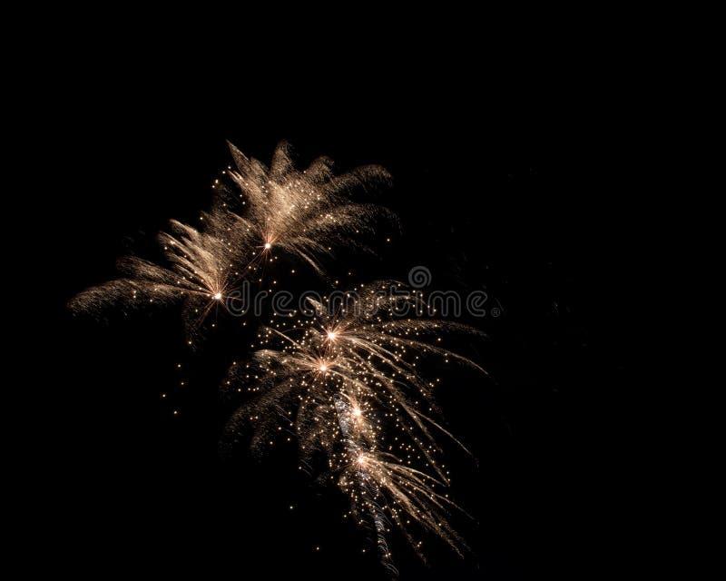 Lokalisierte Feuerwerke auf einem schwarzen Hintergrund stockfotos
