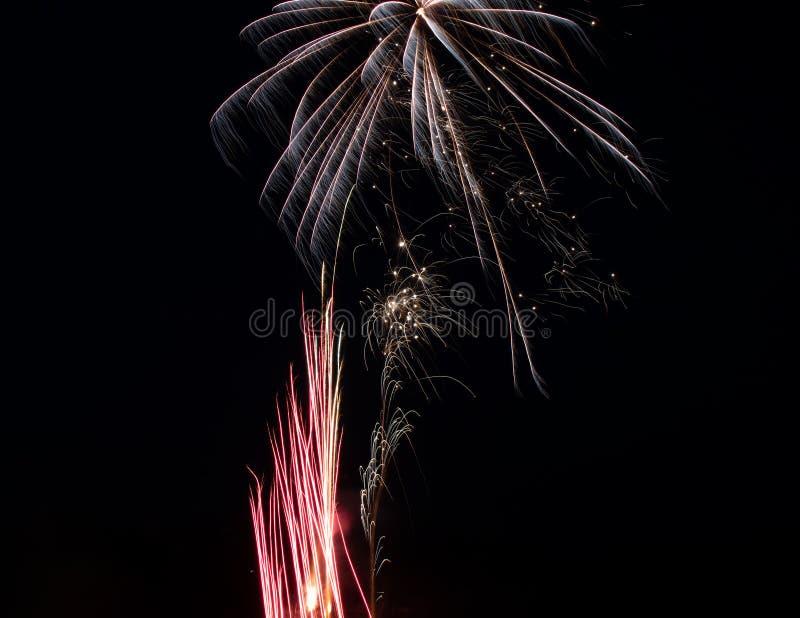 Lokalisierte Feuerwerke auf einem schwarzen Hintergrund stockfotografie