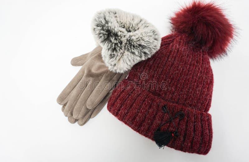 Lokalisierte Wollhut- und -winterfrauenhandschuhe stockfoto