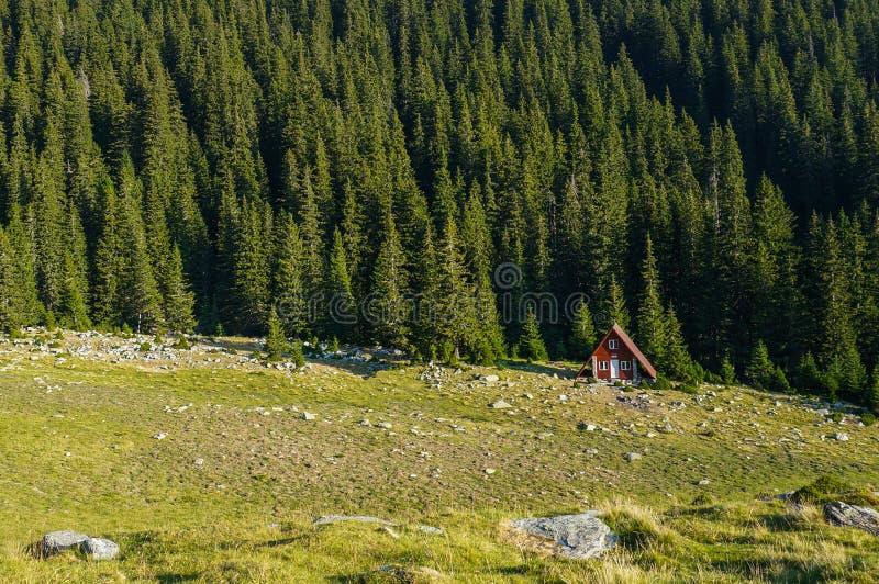 Lokalisierter kleiner Schutz in den Bergen stockbilder
