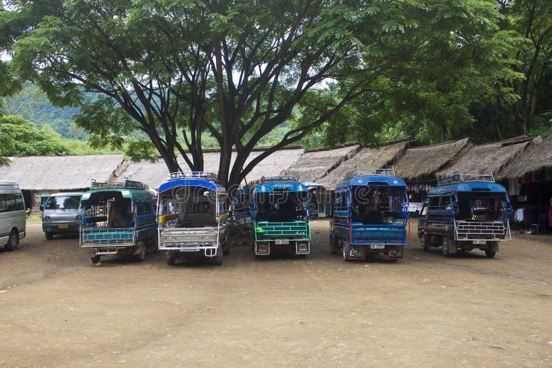 Lokalmedel av transport (passagerarelastbilen) arkivfoton