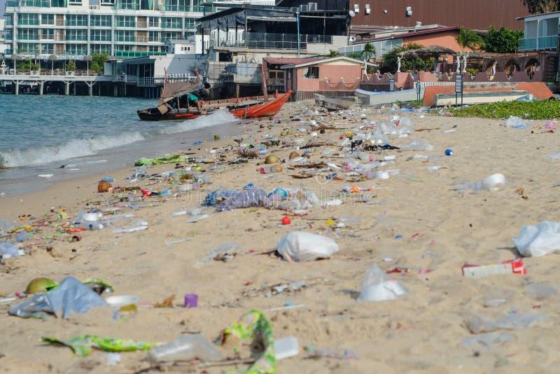 Lokalne sceny od Tajlandia plaż - Brudzi plażę zdjęcia stock