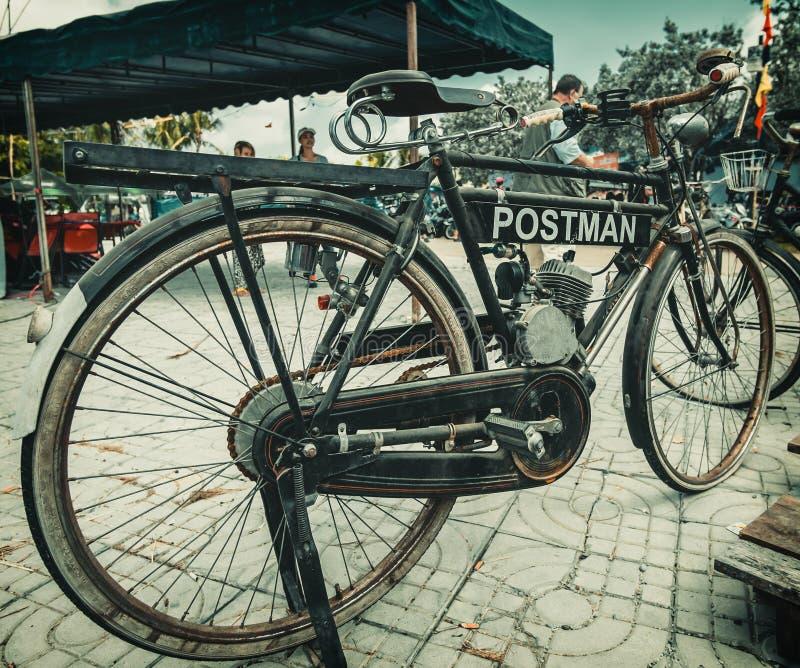 Lokalnego zwyczaju roweru i samochodu przedstawienie Pattaya zdjęcie royalty free
