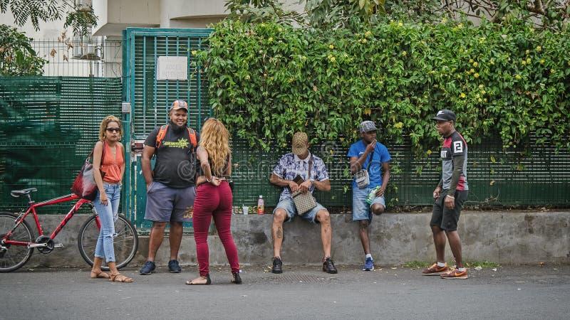 Lokalni creole comunicates na ulicie ludzie fotografia royalty free