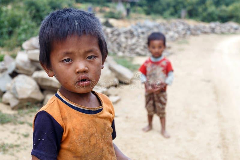 Lokalni dzieci w podbródka stanie, Myanmar zdjęcie stock