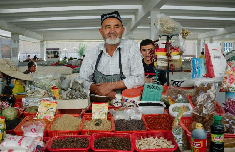 Lokalni ludzie sprzedaje pikantność w bazarze zdjęcia stock
