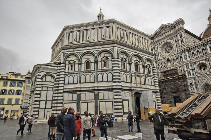 Lokalny życie w piazza Del Duomo, Florencja obrazy stock