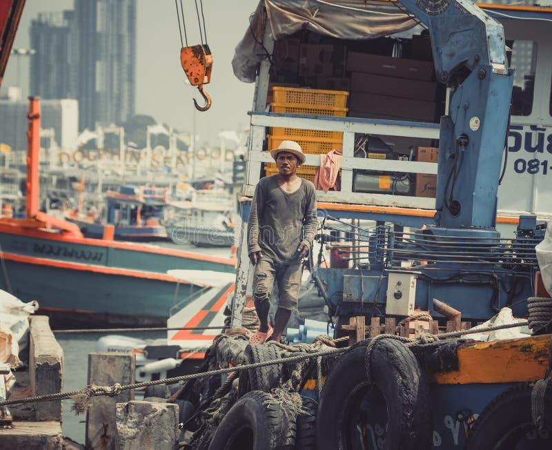 Lokalny połów, łódkowaci pracownicy Tajlandia/ zdjęcie stock
