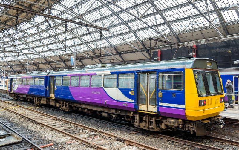 Lokalt drev på stationen för drev för Liverpool limefruktgata arkivbilder
