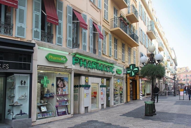 Lokalt franskt apotek i Nice royaltyfria foton