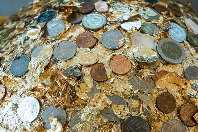 Loknimit (guld- sfär) eller gränsen stenar välsignelse royaltyfria bilder
