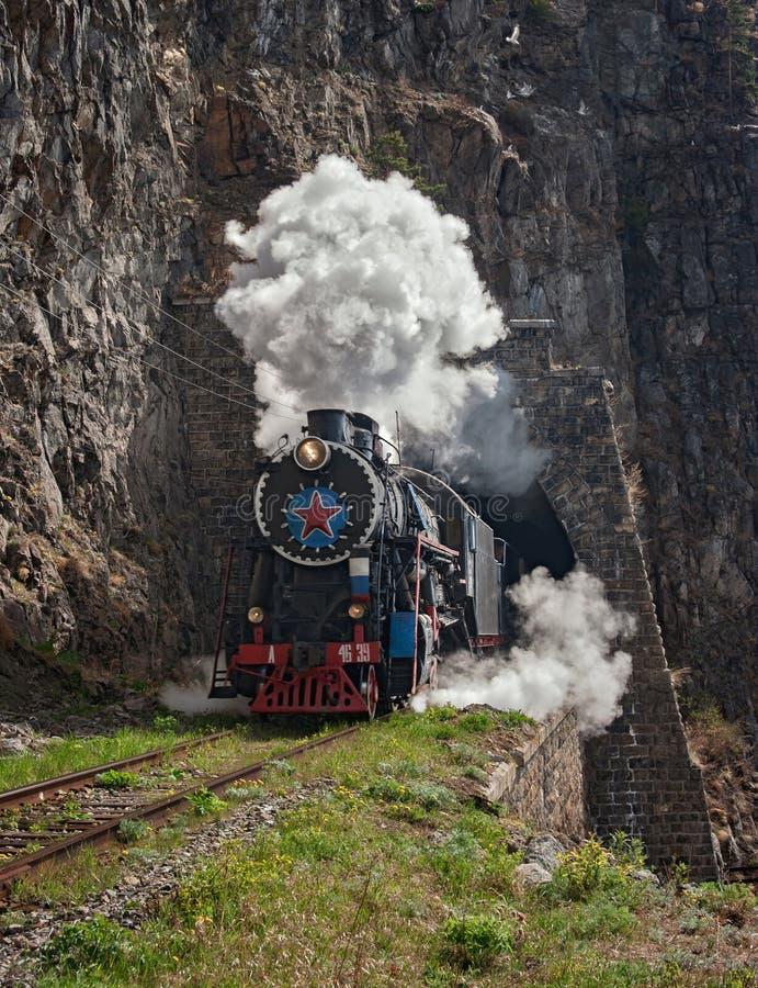 Lokomotiv på denbaikal järnvägen royaltyfria bilder