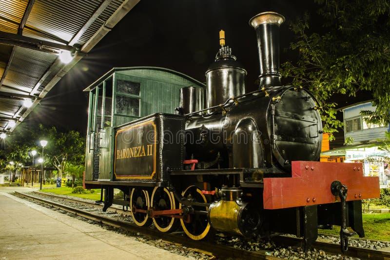 Lokomotive Baroneza II an Nogueira-Station lizenzfreie stockbilder