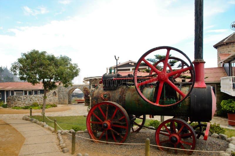 Lokomotive na frente da casa de Pablo Neruda fotografia de stock