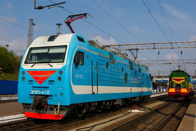 Lokomotive oder Maschine ist ein Schienenverkehrfahrzeug, das die Triebfahrzeuge für einen Zug zur Verfügung stellt lizenzfreies stockbild
