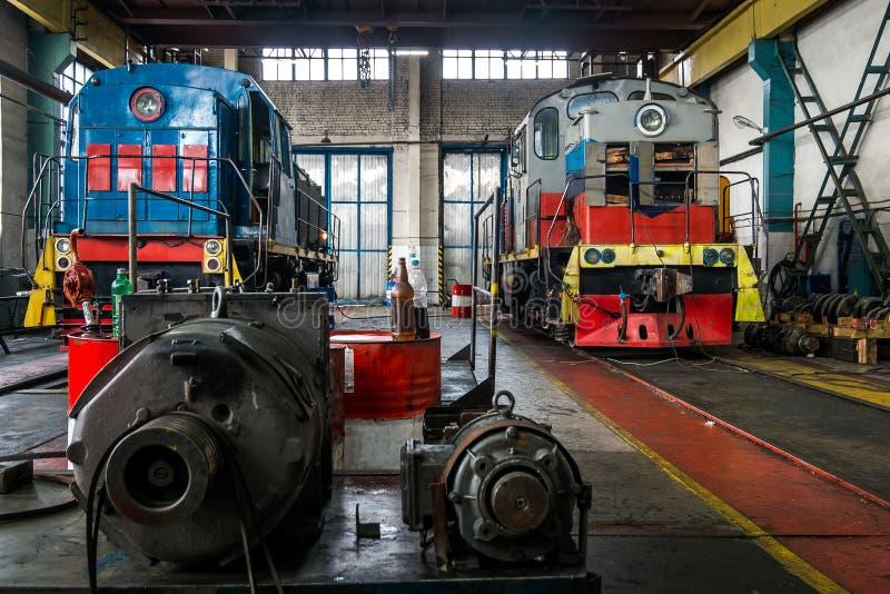 Lokomotiven auf Reparatur im Depot lizenzfreies stockfoto