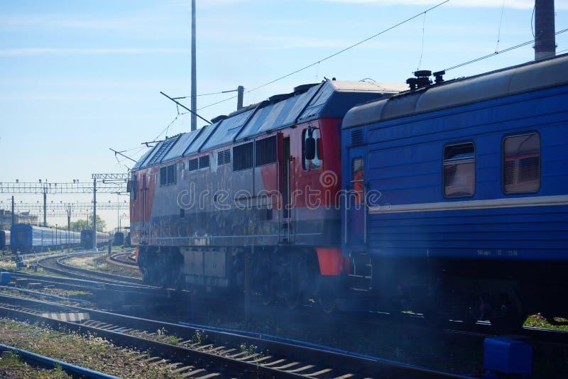 Lokomotywa pociąg na poręczach fotografia royalty free