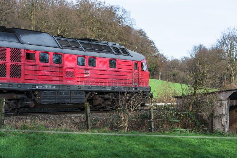 Lokomotywa przy linii kolejowej skrzyżowaniem w Ratingen fotografia stock