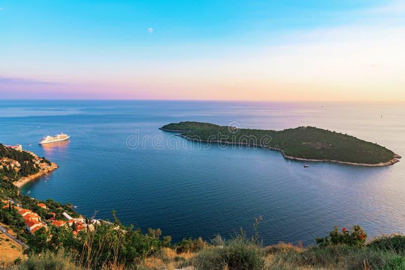 Lokrum海岛看法在日落期间的 免版税库存照片