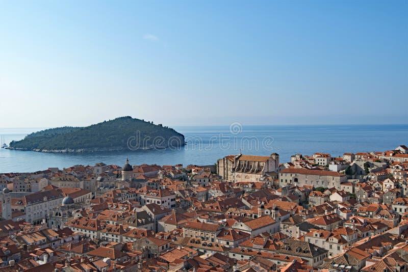 Lokrum, ciudad vieja de Dubrovnik y el mar adriático fotografía de archivo