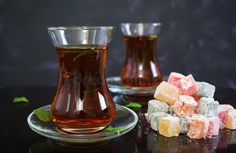 Lokum de los placeres turcos en fondo oscuro foto de archivo libre de regalías