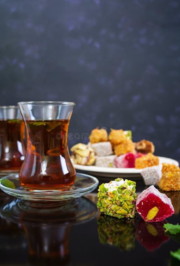 Lokum de plaisirs turcs sur le fond foncé photographie stock libre de droits