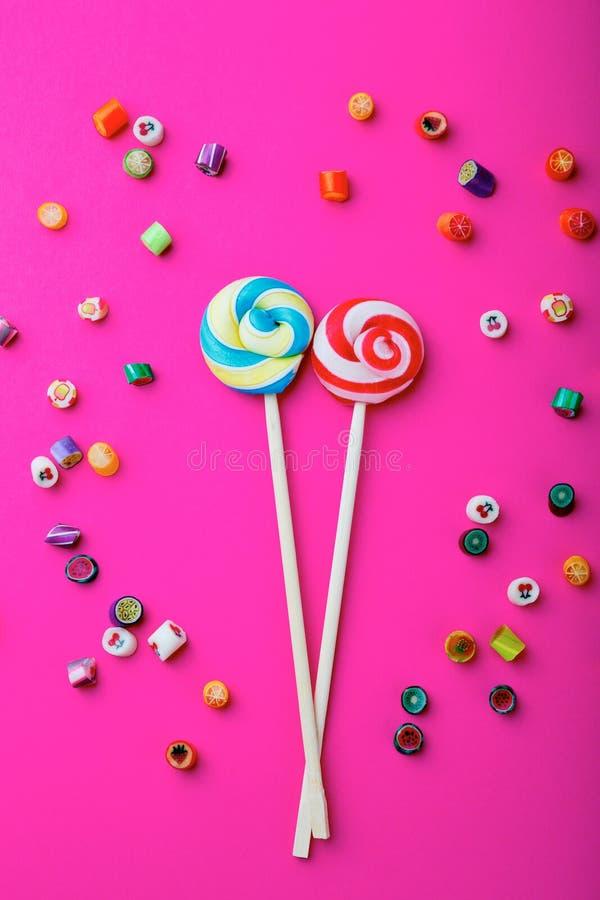 Lollipop σε ένα ρόδινο υπόβαθρο στοκ φωτογραφία με δικαίωμα ελεύθερης χρήσης