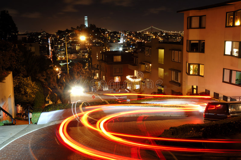 Lombard-Straße nachts lizenzfreies stockfoto