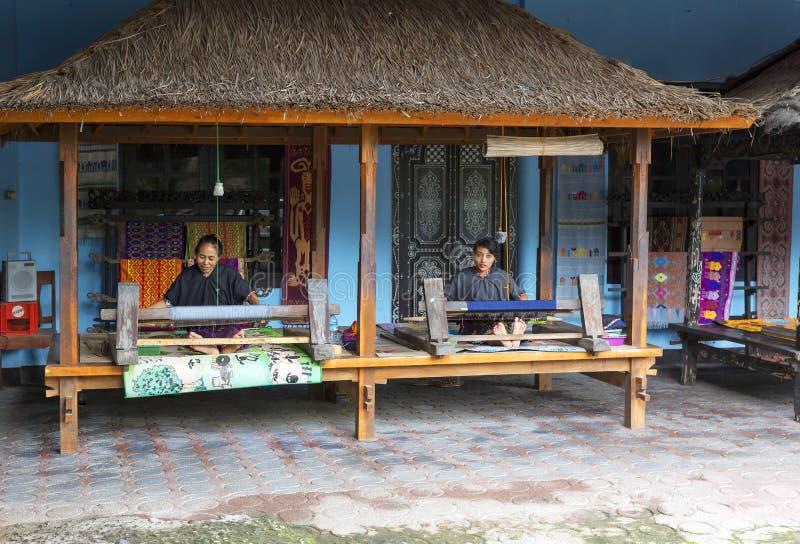 Lombok, Indonésia, centro de tecelagem da mão imagem de stock