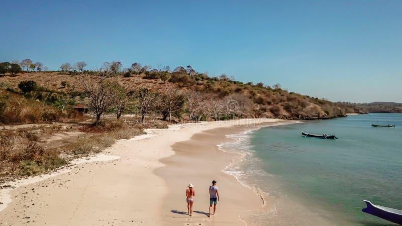 Lombok - le coppie camminano gli stivali immagine stock