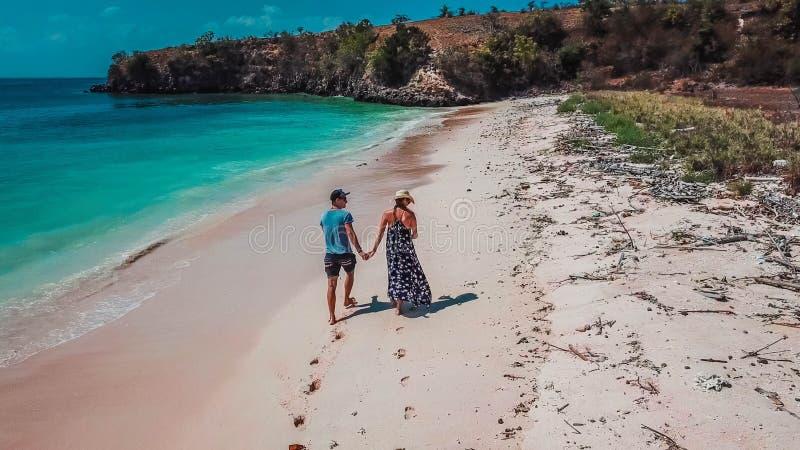 Lombok - par går arkivfoton
