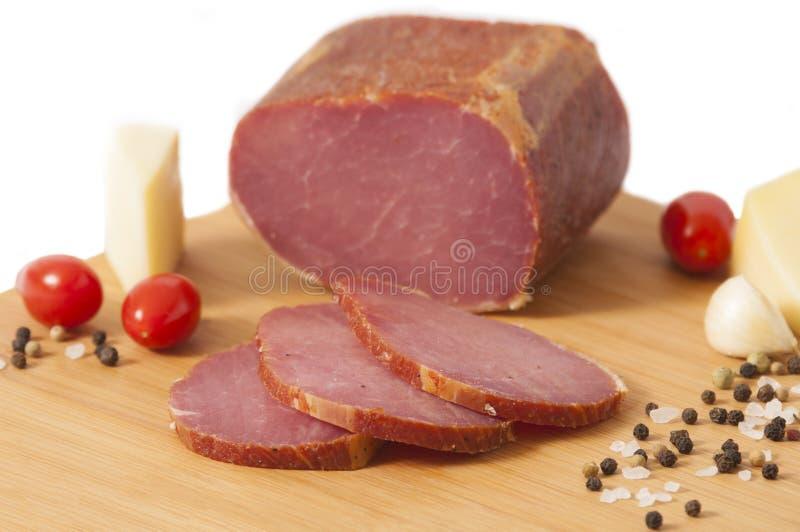 Lomo de cerdo ahumado de la nuez dura - tocino canadiense o Pecenica fotos de archivo