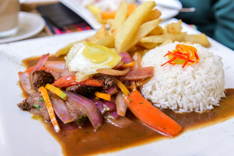 Lomo Saltdao,典型的秘鲁食物,秘鲁 库存图片