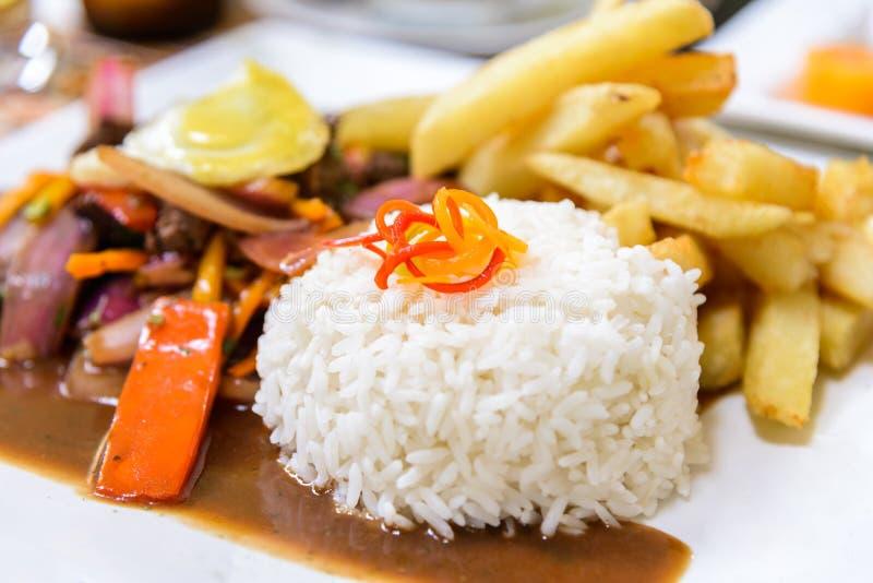 Lomo Saltdao, χαρακτηριστικά περουβιανά τρόφιμα, Περού στοκ εικόνες