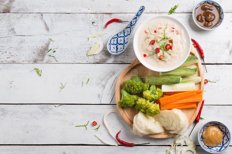 Lon Taochiao: соус и овощ соевого боба окуная стоковые фотографии rf