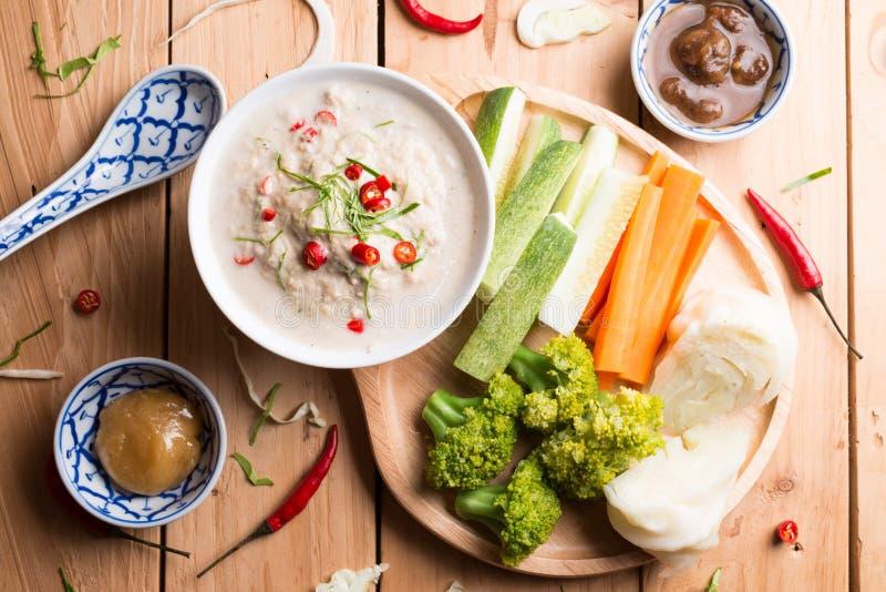 Lon Taochiao: соус и овощ соевого боба окуная стоковое фото