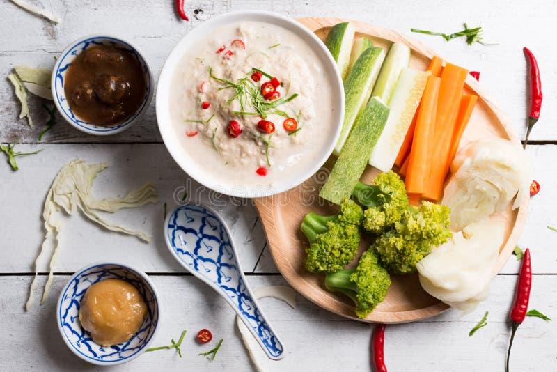 Lon Taochiao: соус и овощ соевого боба окуная стоковые изображения