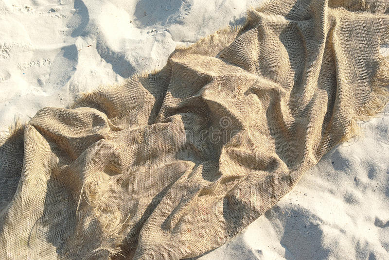 Lona en la arena fotografía de archivo