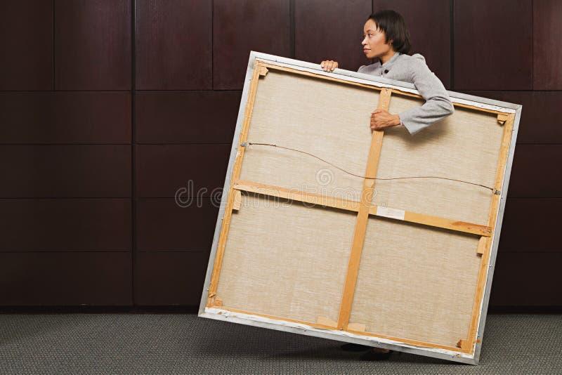 Lona levando da mulher de negócio foto de stock